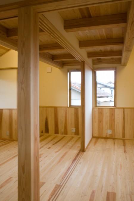2階の子供室は建具により仕切れます。