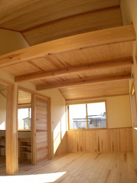 勾配天井のある子供室